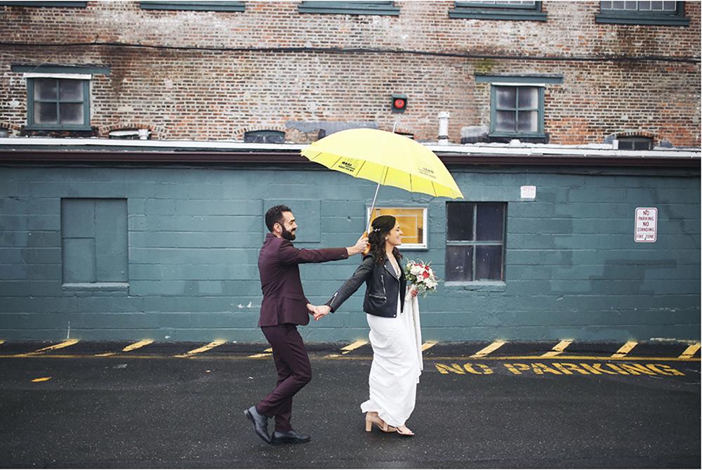 mariage dans une usine desaffectee a New York